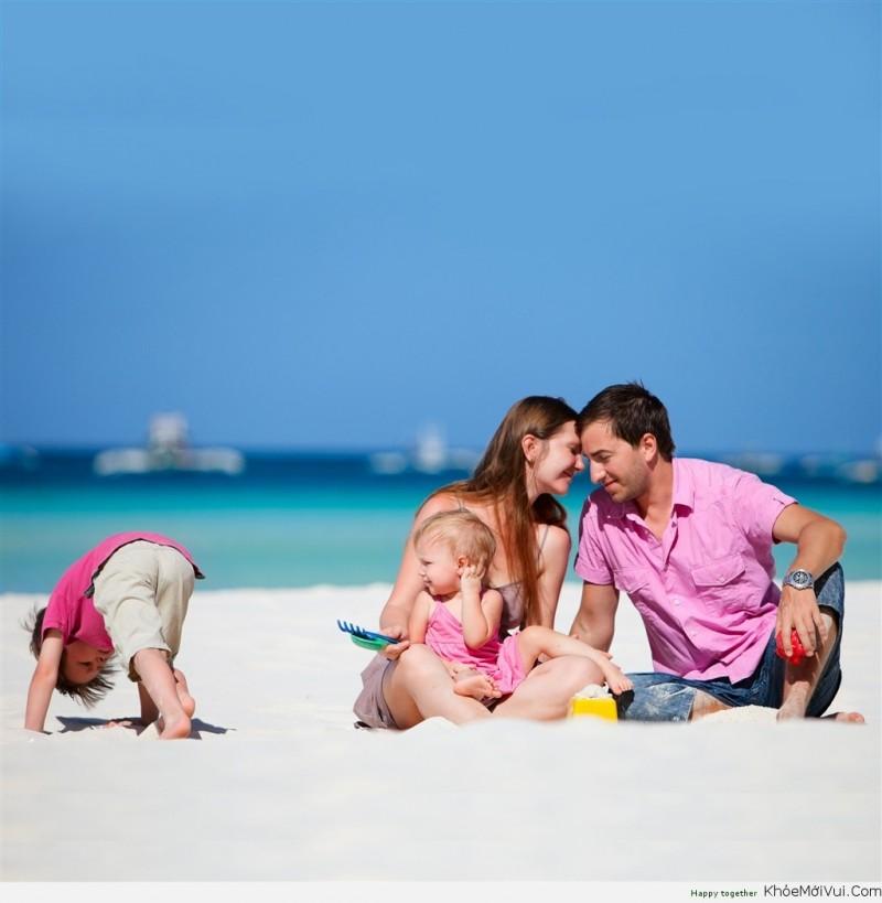 Bố mẹ vui vẻ, hạnh phúc