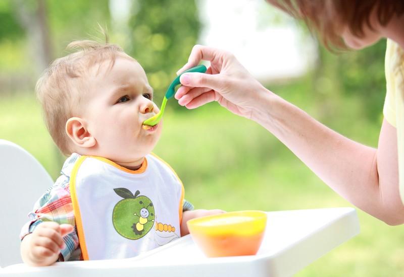Thực đơn ăn dặm trong 2 tuần cho bé từ 6 tháng tuổi