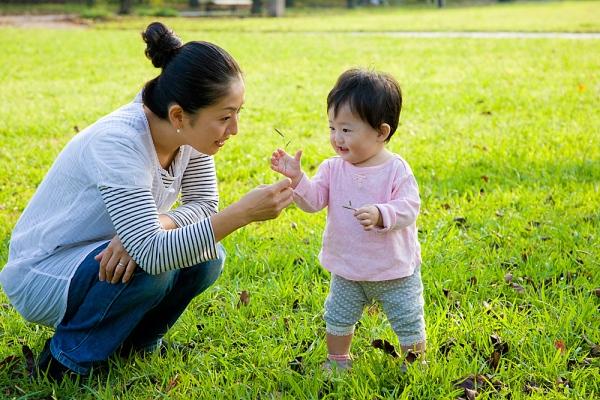 trẻ 2 tuổi có khả năng học hỏi ngôn ngữ tốt nhất